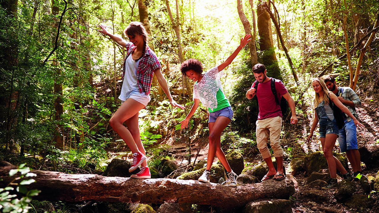 Jugendliche mit wandern im Harz