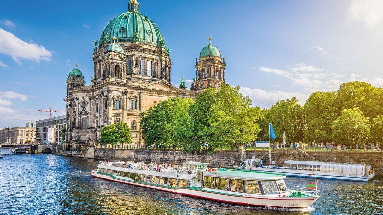 Bootsfahrt auf der Spree in Berlin