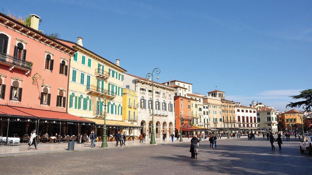 Gruppenreisen Verona mit der Piazza Bra