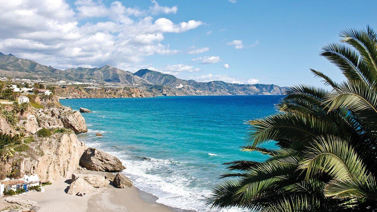 Strand von Nerja in Andalusien